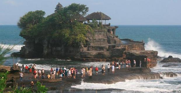 Tanah-lot-obyek-wisata-terkenal-di-bali