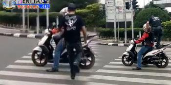 Injak Jok Belakang Motor Pengendara, Video Pemuda di Zebra Cross Viral di Medos