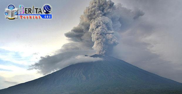Waspada Aktivitas Meningkat, Magma Gunung Agung Capai Level Batas Permukaan