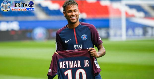 neymar -liga-champion-sangat-penting-dibandingkan-ballon-d-or