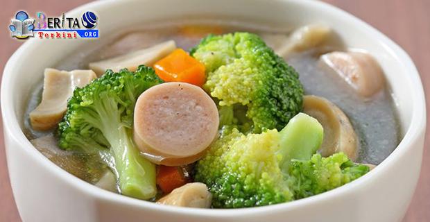 Hangatkan Diri Dengan Sajian Sup Bakso Brokoli Di Musim Hujan
