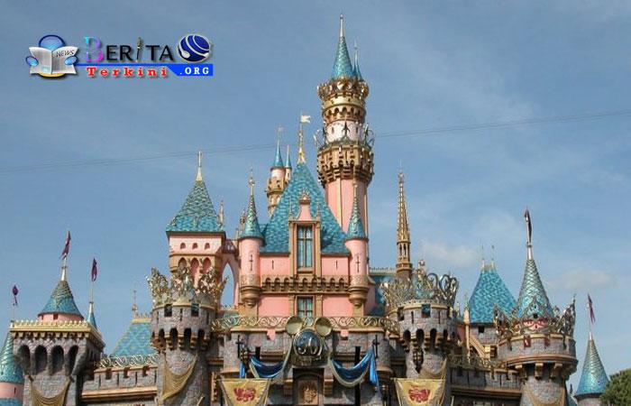 Keren, Pria Ini Bikin Disneyland Pribadi saat Karantina Covid-19